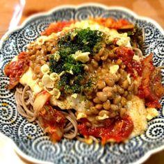 子供達はミートソース、旦那は肉類食べれないからぶっかけ蕎麦にしました - 55件のもぐもぐ - とろろと納豆とキムチのぶっかけ蕎麦 by kokohimayuto