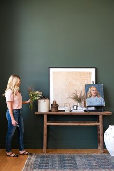 Learn how to find the best investment pieces for your collection, where to start, and the best places to find vintage online. If you've ever wondered about how to successfully shop for vintage, read Shea's Q&A below for all of her best tips and tricks! Diy Wall Decor, Diy Home Decor, Bedroom Decor, Room Rugs, Rugs In Living Room, Living Area, Small Furniture, Vintage Furniture, Feed Insta