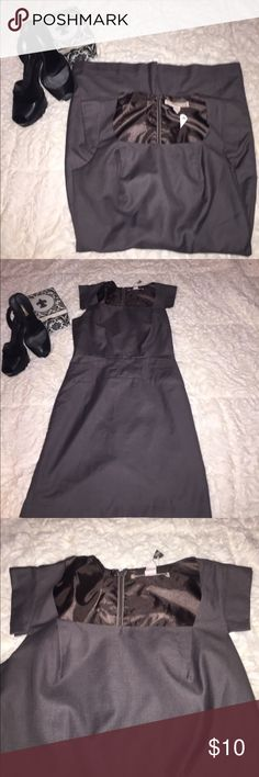 Grey dress Forever 21 Size Small Grey dress Forever 21 Size Small with small slit in back Forever 21 Dresses Midi
