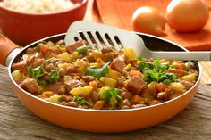 SPICED BEAN AND POTATO CORNED BEEF SISHEBO South African Recipes, Ethnic Recipes, Corned Beef, Fun Drinks, Spicy, Curry, Beans, Potatoes, Favorite Recipes