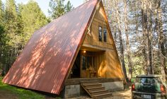 The red a-frame Yosemite | Modern Vacation Rentals United States | boutique-homes.com