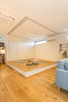 Japanese Interior Design, Style Japonais, Loft Room, First Home, Small Living, Playroom, Sweet Home, House Design, Living Room