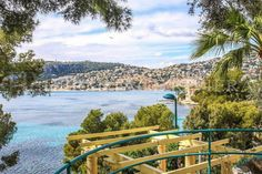 Magnificent Belle Époque villa with direct access to the waterfront and just a few steps from the beach, south-west facing offering a magnificent view of the sea and the Bay of Villefranche, situated close to Beaulieu-sur-Mer the village of Saint Jean.