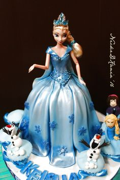 IMG_0716 Frozen Doll Cake, Elsa Doll Cake, Disney Frozen Birthday, Frozen Birthday Cake, Princess Wedding Cakes, Princess Doll Cakes, Birthday Cake For Women Simple, Christmas Themed Cake, Anna Cake