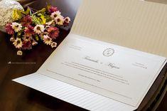 Convite de casamento: cartão guarnecido pelo forro padronizado de listras.