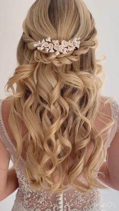 Hairdo Wedding, Long Hair Wedding Styles, Wedding Hair Down, Wedding Hair And Makeup, Hair Makeup, Long Hair Styles, Prom Hair Styles, Wedding Half Updo, Bride Hair Down