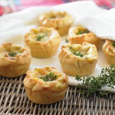 Simple mini chicken and leek pies recipe. A tasty snack or party food. Raw Food Recipes, Pie Recipes, Appetizer Recipes, Cooking Recipes, Savoury Recipes, Chicken Recipes, Savoury Pies, Cheese Recipes, Chicken And Leek Pie