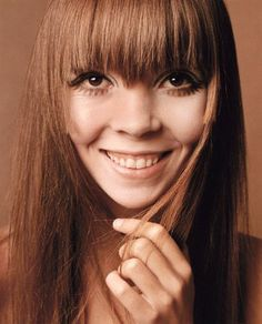 Penelope Tree: Penelope Tree was the face of the Her ethereal look and extreme makeup looks made her one of the most famous models of the time. Top Models, 1960s Makeup Tutorial, Fashion Models, Fashion Images, Fashion Shoot, Colleen Corby, Extreme Makeup, Jean Shrimpton, Pattie Boyd