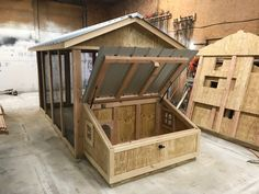 Walk-through of a Carolina Coops Duck Coop. It has a by run area with a by duck house. The duck house is on the ground, unlike chicken coops. Chicken Barn, Diy Chicken Coop Plans, Backyard Chicken Coops, Backyard Ducks, Chickens Backyard, Pet Chickens, Duck House Plans, Duck Breeds, Duck Coop