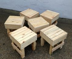 If you have a large family full of kids, they might quarrel with each other over the sitting area, so just don't let the mess go forward. Solve this issue by making a number of similar wooden pallet recycled stools and offer them each. Pallet Furniture Designs, Pallet Designs, Diy Furniture Projects, Diy Pallet Projects, Wooden Pallet Crafts, Wooden Pallets, Pallet Stool, Diy Outdoor Table, Pallet Furniture Outdoor Table
