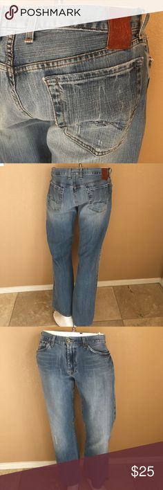 Men's Lucky Jeans! 112. Men's Light Wash Distressed Lieutenant Bootleg Jeans! Size 33x29, in excellent condition only worn a couple times, slight wear pictured at heels! Lucky Brand Jeans Bootcut