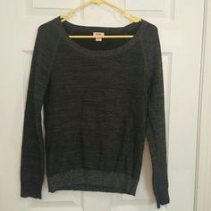 MOSSIMO Supply Co. XL Women's Long sleeve sweater In really good condition. Only worn for a couple of hours total. Too small for myself now.  From smoke free pet free home Mossimo Supply Co. Sweaters Cowl & Turtlenecks