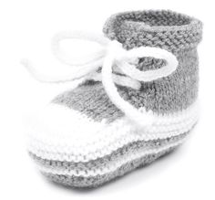 Babyturnschuhe stricken Schritt 7 You are in the right place about babyschuhe sitricken ein Baby Knitting Patterns, Knitting For Kids, Easy Knitting, Baby Patterns, Crochet Patterns, Knitting Sweaters, Knit Baby Shoes, Baby Girl Shoes, Baby Booties