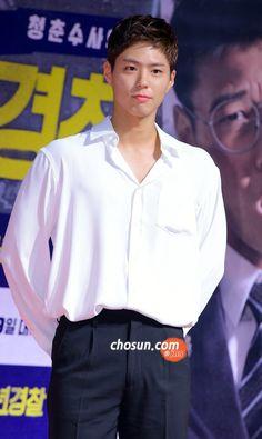 Park Bo Gum Wallpaper, Park Go Bum, Beautiful Soul, Boyfriend Material, Korean Actors, Kdrama, Chef Jackets, Singer, Couples