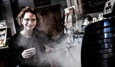 Češka, která učí Němce vařit kafe - Vitalia.cz Antonio Mora, Artwork, Work Of Art, Auguste Rodin Artwork, Artworks, Illustrators