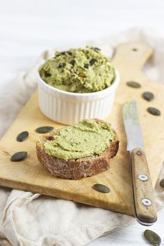 Kürbiskernaufstrich Homemade pumpkin seed spread, perfect on a piece of bread or as a snack with snacks // homemade pumpkin seed spread // Sweets & Lifestyle®️ pumpkin seed # seed spread Pesto Dip, Sauce Pesto, Brunch Recipes, Bread Recipes, Baking Recipes, Drink Recipes, Homemade Pumpkin Seeds, Tartiflette Recipe, Hardboiled