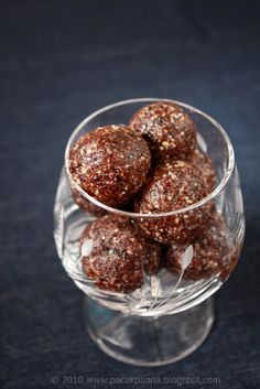 Pocak Panna paleo konyhája: Szilvás-meggyes golyók (paleo, vegán, nyers)