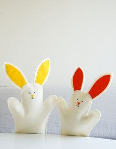 Molly's Sketchbook: Bunny HandPuppets - The Purl Bee - Knitting Crochet Sewing Embroidery Crafts Patterns and Ideas! Puppet Patterns, Craft Patterns, Sewing Projects For Kids, Marionette, Baby Crafts, Easter Crafts, Crafts For Kids, Easter Art, Handmade Baby