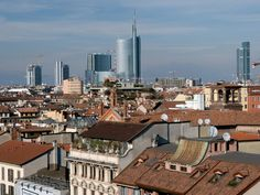 Roof view: can you recognise the Garibaldi Tower and the Region Palace? #myhomeinMilan