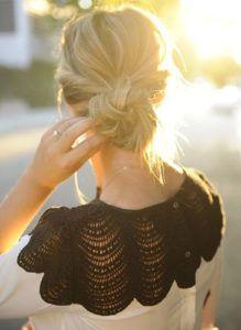 Messy bun hair inspo [source: ©breakfastatyurmans]