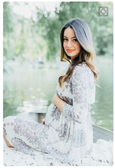 babybauchfotos-selber-machen-tipps-make-up-dezent-natürlich-boho-chic-mode-kleid-boot-see Baby bump photos-yourself-make-tips-make-up discreetly of course-boho-chic-fashion-dress-boot-see Maternity Photography Poses, Maternity Poses, Maternity Portraits, Maternity Pictures, Pregnancy Photography, Maternity Style, Sibling Poses, Maternity Outfits, Baby Bump Photos