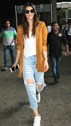 Malaika Arora, Kriti Sanon, Shriya Saran, Mithun Chakraborty and other Bollywood celebrities were snapped at the Mumbai airport by photographers Indian Fashion Dresses, Girls Fashion Clothes, Trendy Clothes For Women, Fashion Outfits, Casual College Outfits, Celebrity Casual Outfits, Everyday Outfits, Casual Outfits Summer Classy, Lengha Blouse Designs