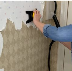 The Best Way to Remove Wallpaper Using a Chemical Free Steam Cleaner Diy Clothes Steamer, Removing Old Wallpaper, How To Remove Wallpaper, Project Steps, Steam Cleaners, Quites, Diy Cleaning Products, Clever Diy, Textured Walls