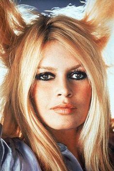 Actress/International sex symbol Brigitte Bardot turns 81 today - she was born in Bridgitte Bardot, Brigitte Bardot Photos, Beauté Blonde, Bb Style, French Actress, The Bikini, Fashion Pictures, Beauty, Super Women