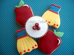 Snowhite themed cookies and cupcakes!