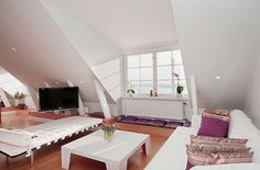 Living Room Attic Apartment Decoration with Daybed Design