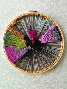 DIY Weaving on an embroidery hoop #diy #weaving #craft #embroidery