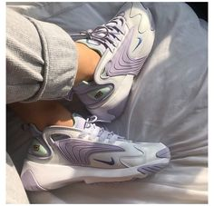 Nike Fashion, Sneakers Fashion, Fashion Shoes, Shoes Sneakers, Mens Fashion, Converse Shoes, Nike Women Sneakers, Cool Womens Sneakers, Shoes Jordans