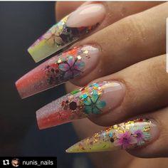 Repost @nunis_nails ・・・ Flowers provided my the talented @rcm.nailbling #tampa #tampahairstylist #tampafl #tampanails #tampanightlife #tampabundles #diy #diyethesaplaritakiplesiyor #diynails #diyhomedecor #diyhair #diymakeup #makeup #tutorialmakeup #tutorials #hairtutorial #maketutorial #nailtutorial