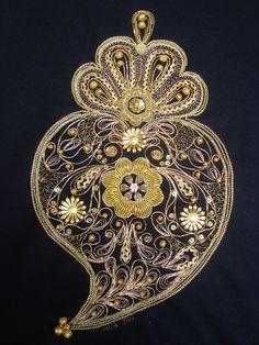 Viana do Castelo-home to the gold filigree heart! Coração de Viana Bridal Jewelry, Gold Jewelry, Jewelery, Vintage Jewelry, Handmade Jewelry, Portugal, Iron Work, Gold Filigree, Bobbin Lace