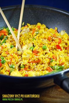 Smażony ryż po kantońsku / Fried rice (recipe in Polish) Kitchen Recipes, Cooking Recipes, Healthy Dinner Recipes, Vegetarian Recipes, Big Meals, Slow Food, Light Recipes, Asian Recipes, Food Inspiration