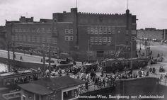 Amsterdam-West, Baarsjesweg met Ambachtschool, 1950.  Fotograaf onbekend. www.facebook.com/oudamsterdammer