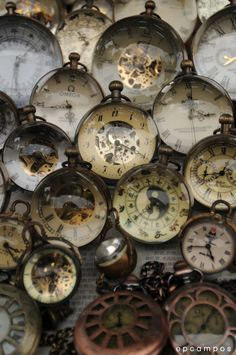 I Love Vintage! And nothing says Vintage more than a good ol' Watch (Pocket Watches are favourable). In Today's Modern World Watches a. Old Clocks, Vintage Clocks, Antique Clocks, Rustic Clocks, Father Time, Time Clock, Vintage Love, Old Things, Retro