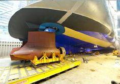 Pose des azipods sur le Quantum of the Seas - chantiers Meyer Werft de Papendburg - Allemagne. Source : Royal Caribbean - 04/04/2014