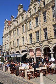 La place des Héros d'Arras by Pas de Calais, via Flickr Calais, France, Cities, Beautiful Pictures, Street View, Architecture, World, Places, North Sea