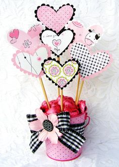A Project by cindygil from our Altered Projects Gallery originally submitted at PM Valentine Bouquet, Valentine Theme, Valentine Crafts, Valentine Ideas, Funny Valentines Cards, Valentines Greetings, Birthday Balloon Decorations, Valentine Decorations, Valentines Day Baskets