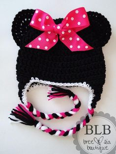 Minnie Mouse crochet hat…..how sweet!! Maybe no bow and sub red for pink for a boy. I think I could get away with it.