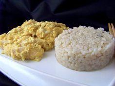 Pollo Thailandese al latte di cocco, curry e zenzero. Una ricetta che è un vero toccasana per la salute grazie alle spezie presenti. Qui il passo passo.