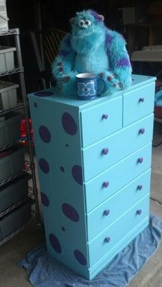 This project is fun, you just need some paint & an old dresser! You'll want to paint the base in a bright sully blue. Simply take anything with the character on it to the paint store & they can match the color. Then you can either use a circle stencil … Keep reading