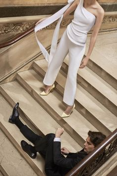 Wedding Suits One-shoulder wedding jumpsuit with streaming bow accent - See all of the newest wedding dresses from Carolina Herrera Spring 2019 collection. Blusas Carolina Herrera, Carolina Herrera Bridal, Wedding Dress Trends, New Wedding Dresses, Designer Wedding Dresses, Wedding Suits For Bride, Chic Wedding, Summer Wedding, Lgbt Wedding
