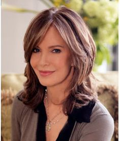 Jacklyn Smith - in my opinion one of the most beautiful women ever. Medium Shag Haircuts, Shag Hairstyles, Layered Haircuts, Jaclyn Smith, Beautiful Women Over 50, Medium Length Cuts, Hair 2018, Hair Dos, Medium Hair Styles