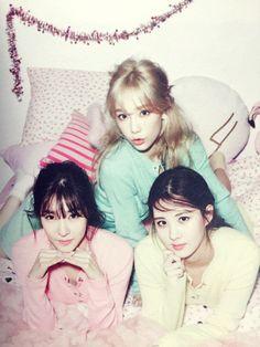 SNSD Tiffany,TaeYeon and SeoHyn