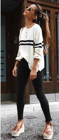 Outfit des Tages Stripped Top Plus Skinnies Plus Sandalen - Outfit Ideen Fashion Mode, Look Fashion, Fashion Trends, Womens Fashion, Trendy Fashion, Bohemian Fashion, Fashion Black, Casual Fall Fashion, Fall Fashion Women