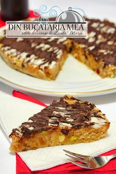 Fruit, nut & chocolate cake ~ in Romanian with translator Nut Recipes, Cooking Recipes, Sticky Toffee Pudding, Christmas Desserts, Eat Cake, Chocolate Cake, Plum, Good Food, Goodies