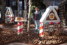christmas photo props - Bing Images    small wooden gingerbread houses so so cute! bots can make and we girls will decorate