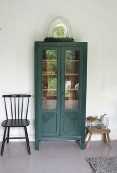 Armoire vintage – – My World Green Painted Furniture, Vintage Bedroom Furniture, Refurbished Furniture, Bedroom Vintage, Living Furniture, Upcycled Furniture, Furniture Makeover, Home Furniture, Furniture Design